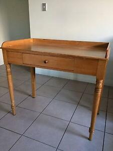 Pine table small occassional Baldivis Rockingham Area Preview