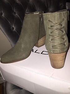 Ladies Size 7.5 Aldo Khaki Leather Booties