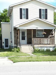 2 bedroom Unit for Lease - Close to downtown