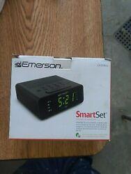 Emerson SmartSet Alarm Clock Radio with AM/FM Radio Dimmer Sleep Timer cks-1800
