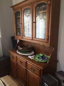 Colonial style wooden China cabinet in very good condition