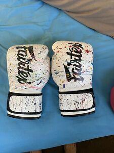 Fairtex Muay Thai/boxing gloves