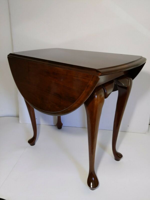 Vintage/Antique Round Side Table - Queen Anne - Drop Leaf Sides - Rotating Top