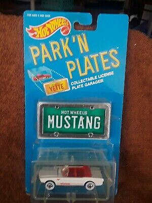 1:64 HOT WHEELS 1988 PARK'N PLATES SERIES//  WHITE '65 MUSTANG