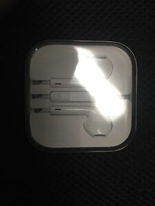 New Genuine Apple iPhone 5/6/7 Earbuds $15.00