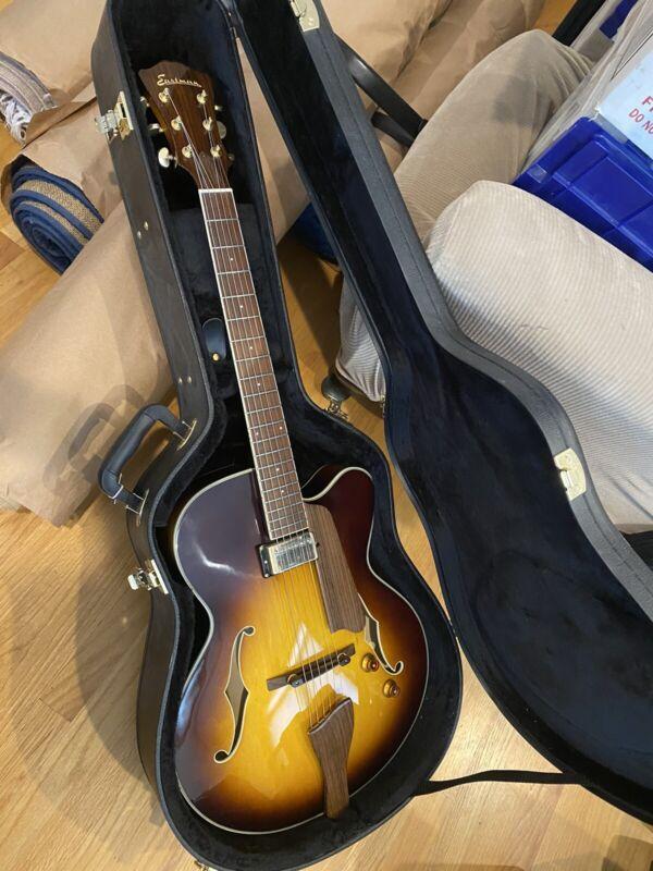 Eastman AR403CE-SB Sunburst Archtop Guitar w/case - New