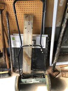 ***StEaL Of a DEaL** Yard Works Manual lawn mower **ChEaP**