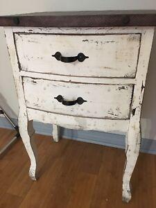 Table d'appoint ideal pour chalk paint