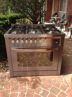 LOFRA 90cm duel fuel oven and stove top
