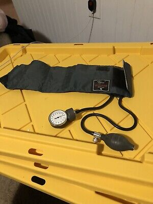 Classic Welch-allyn Cuff Tycos Blood Pressure Aneroid Sphygmomanometer Used.