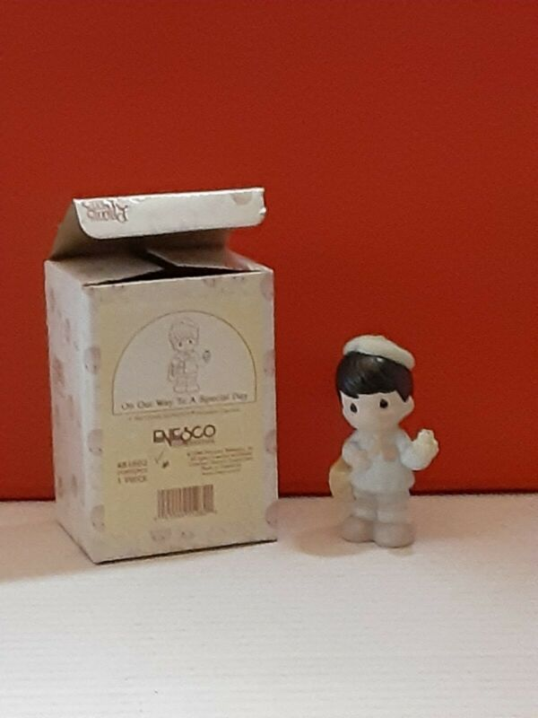 """1998 PRECIOUS MOMENTS Enesco 3.5"""" Figurine ON OUR WAY TO A SPECIAL DAY Boy"""