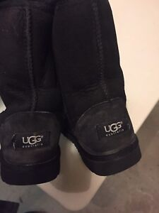 Women's 5 US Black Uggs