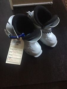 Girls ski boots