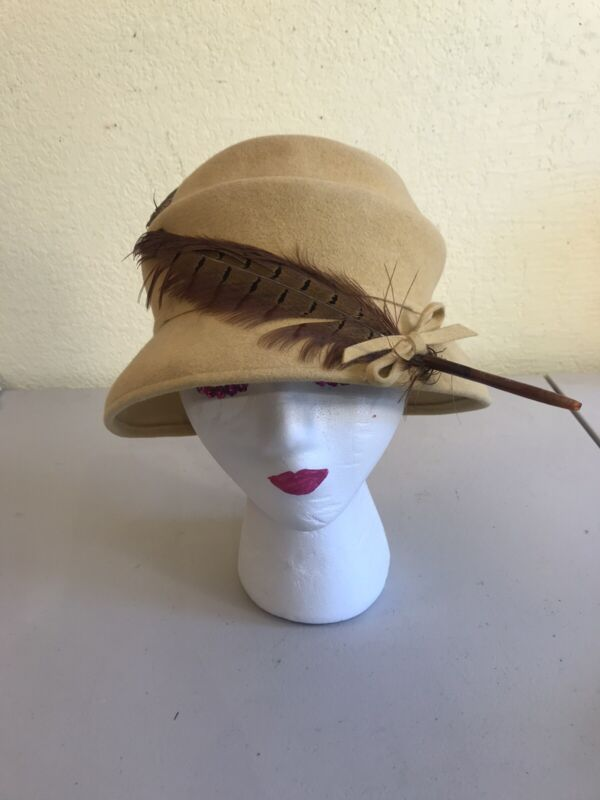 """Women's Vintage Velour Cloche Hat w/Pheasant Feather Made In Italy Small 21"""""""