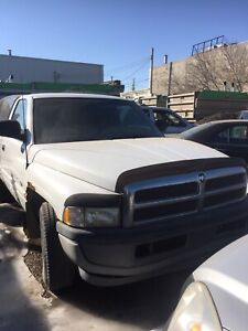 1998 Dodge Ram 1500 V6 magnum  210 KM asking $1500