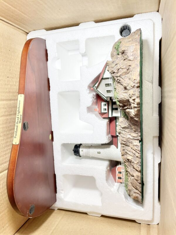 THE DANBURY MINT PORTLAND HEAD LIGHTHOUSE WITH BOX original styrofoam
