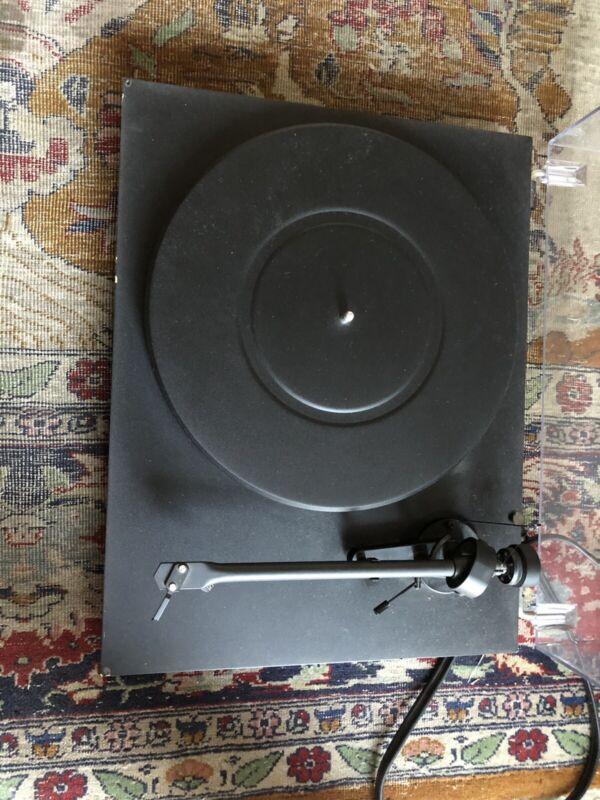 Pro-Ject Debut Carbon (DC) Turntable Matte Black PRDECADC