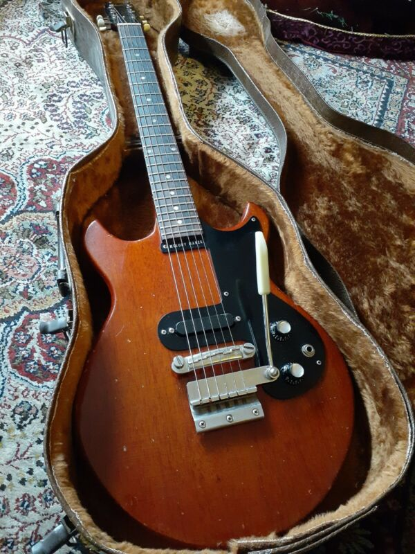 Vintage 1965 Gibson Melody Maker electric guitar
