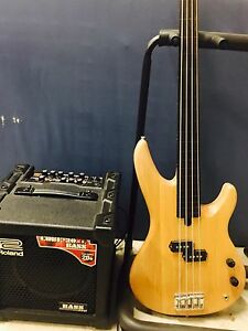 YAMAHA electric bass with ROLAND cube combo. Baldivis Rockingham Area Preview