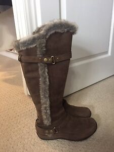 North Face Size 8 Bran New Boots