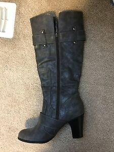 Grey boots never worn size 7,5
