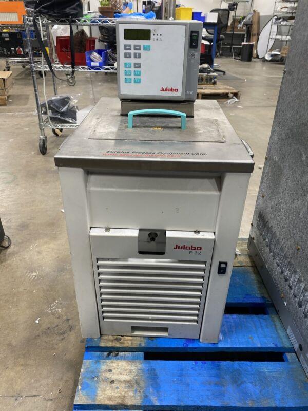 Julabo F32 Refrigerated / Heating Circulator Chiller 115/60Hz