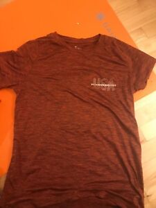 red american eagle men's size small tshirt