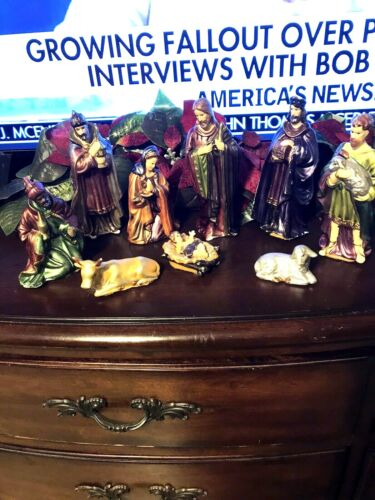 9 PIECES CHRISTMAS HOLIDAY STYLE NATIVITY FIGURINES SEE CONDITION