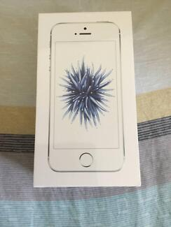 iPhone SE 32G silver carrier locked(Family Mobile) brand new