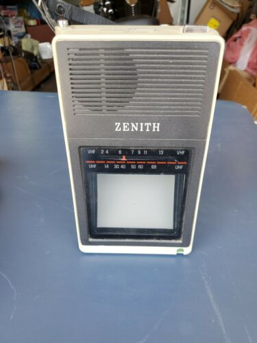 "Vintage Zenith BT 044S 4"" B&W Desktop Portable TV Television With Carrying Case"