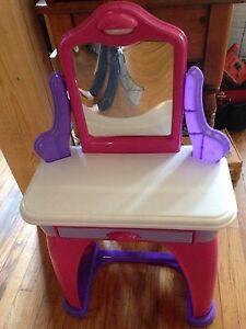 Girls toy vanity
