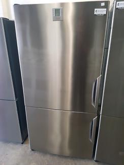 electrolux 505l fridge freezer with warranty