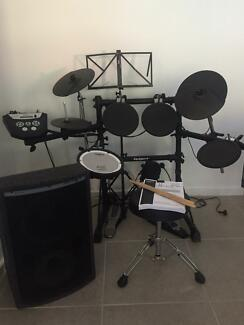 Roland TD-6v 8pce set with stool and speaker