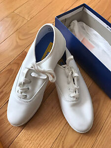 PERFECT SUMMER SHOES- SIZE 7 WHITE LEATHER KEDS
