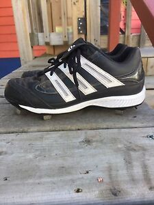 Metal baseball cleats