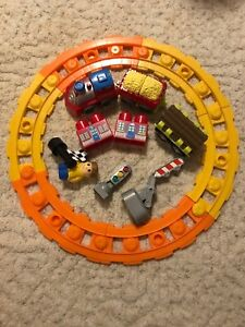 Train track toy set