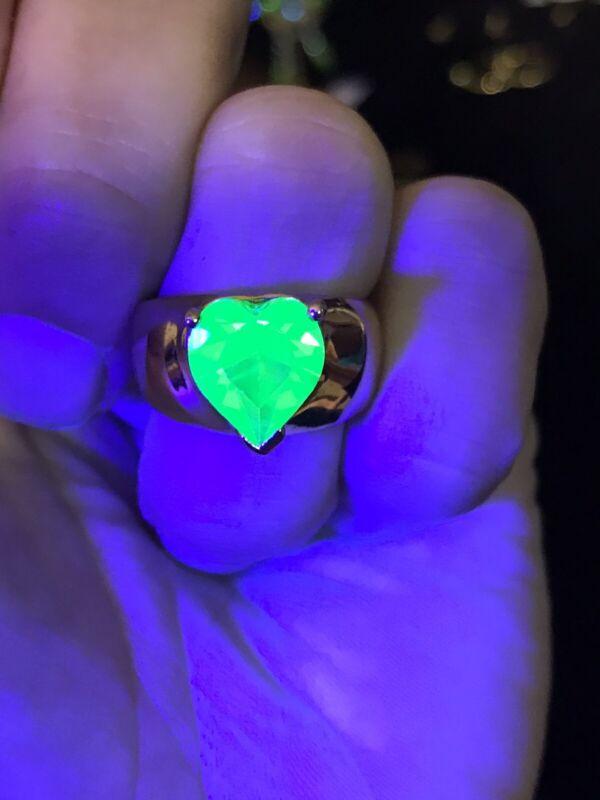 Size 6 Uranium Glass Gold Toned Heart Ring