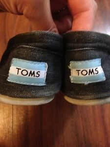 Toms--size 8