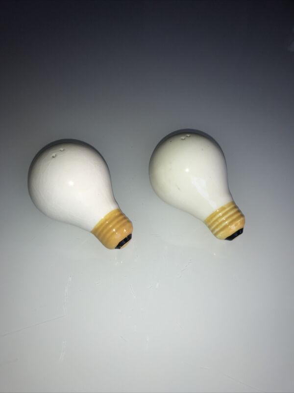 Light Bulb Salt and Pepper Shakers Vintage