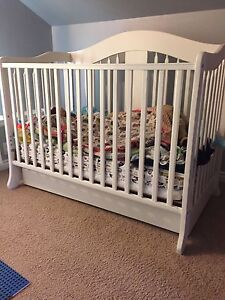 Crib with drawer under