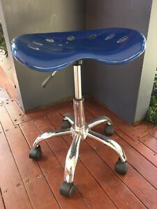 Study chair with wheels  Belconnen Belconnen Area Preview