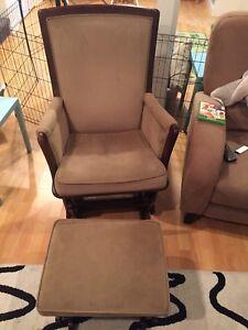 Chaise berçante et pouf berçant Shermag