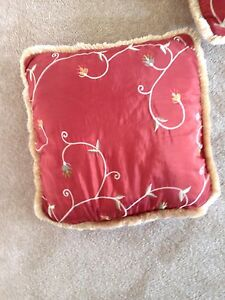 Burgundy window toppers and matching pillows $80 for all Edmonton Edmonton Area image 3