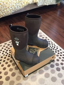 Muck Boots - Arctic Pro Size 9 Steel Toed