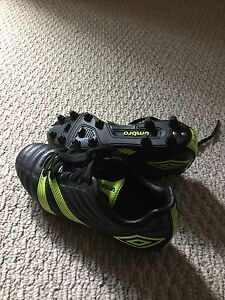 Umbro soccer cleats size 3.5