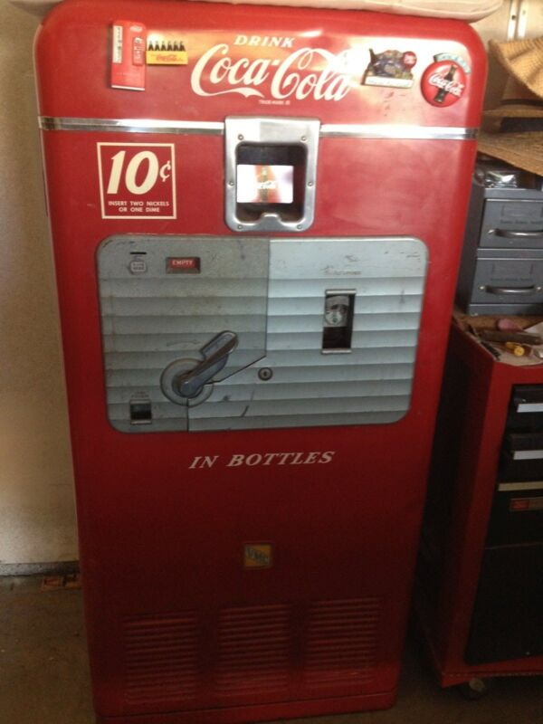 Vintage Coca Cola Vending Machine VMC 33