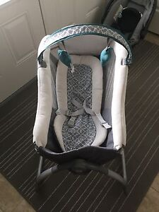Graco Little Lounger Rocking seat w/ vibration