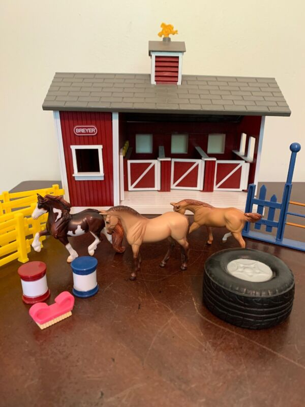Breyer Stablemates Small Red Stable Barn Play Set with 3 Horses And More