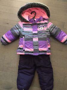 Vêtements d'hiver pour bébé fille, comme neuf!