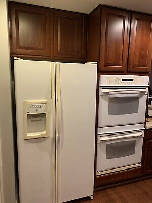 Refrigerator - Full Size - White - Side By Side With Ice & Water - GE